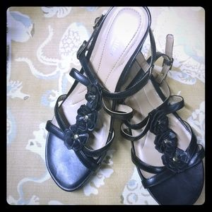 ⬇️3/$25 bundle 🏷 Naturalizer size 9 black sandals